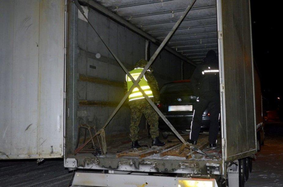 Lenkijoje sulaikytas lietuvis su vogtais BMW