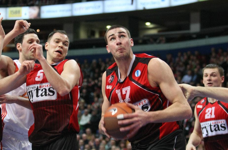 Steponas Babrauskas (kairėje) ir Jonas Valančiūnas 2012 metais žaidė vienoje komandoje.