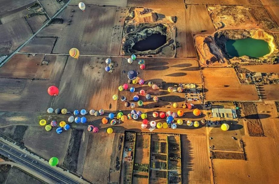 Bendras balionų pakilimo laukas
