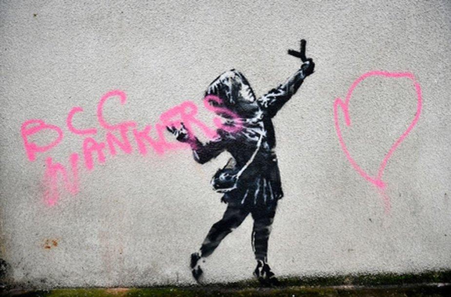 Banksy kūrinys ant pastato Vakarų Anglijoje
