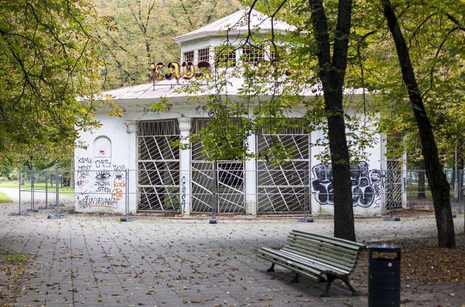 """""""Rotondos"""" kavinė Vilniaus Gedimino kalno papėdėje"""