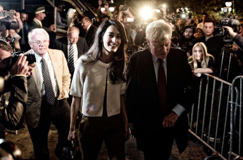 Amal Clooney ir jos šefas Geoffrey Robertsonas Atėnuose