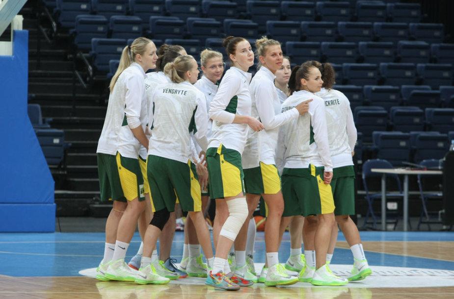 Pasak trenerio A.Paulausko, krepšininkės tobulėja, bet neturi aukšto rango varžyboms būtinos patirties.