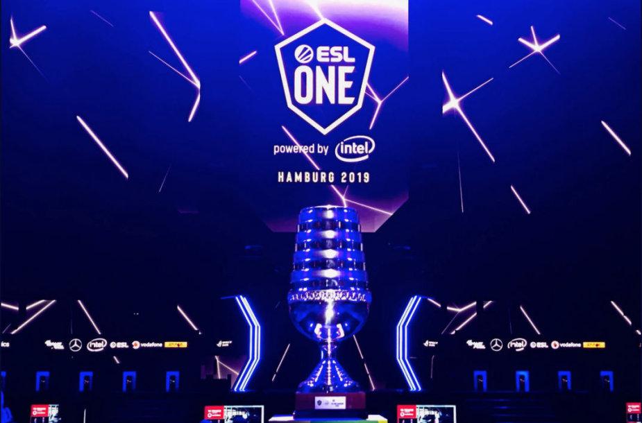 """""""ESL One Hamburg 2019"""" turnyro trofėjus"""