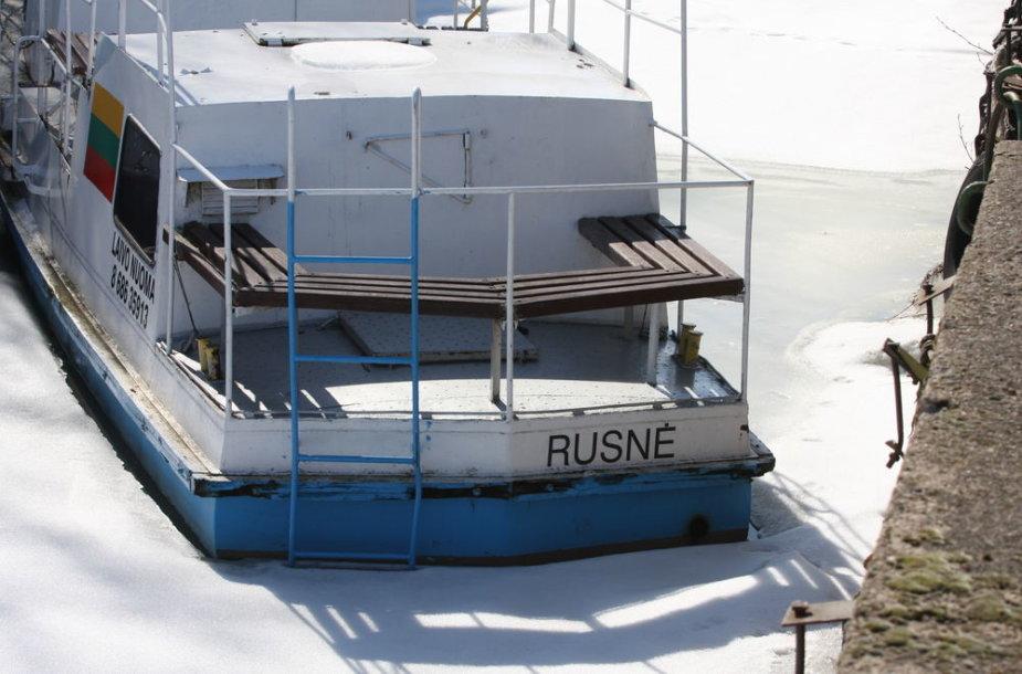 Rusnės uostelis dar žiemoja
