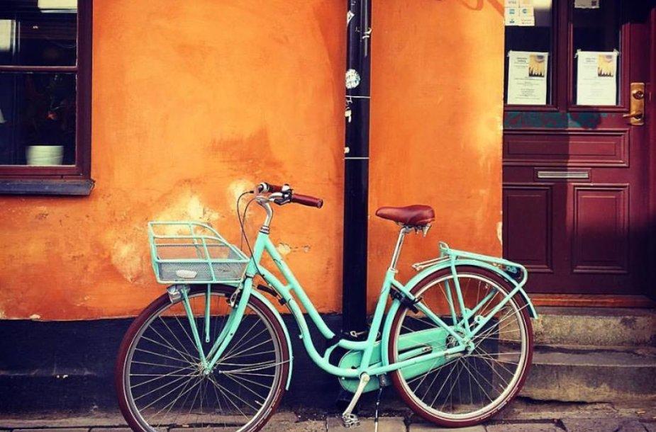 Švedišką gyvenimo būdą atspindinti nuotrauka - vienam nukeliauti į darbą pakanka ir dviračio