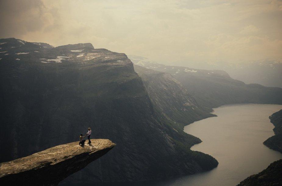 Haraldas Sixas savo merginai Hannai pasipiršo ant įspūdingiausios uolos Norvegijoje