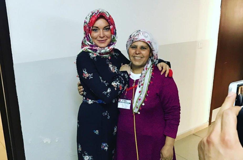 Lindsay Lohan pabėgėlių stovykloje Turkijoje