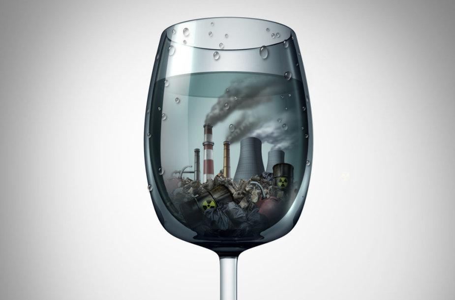 Aplinkos tarša, sugrįžtanti pas mus per vandenį ir maistą