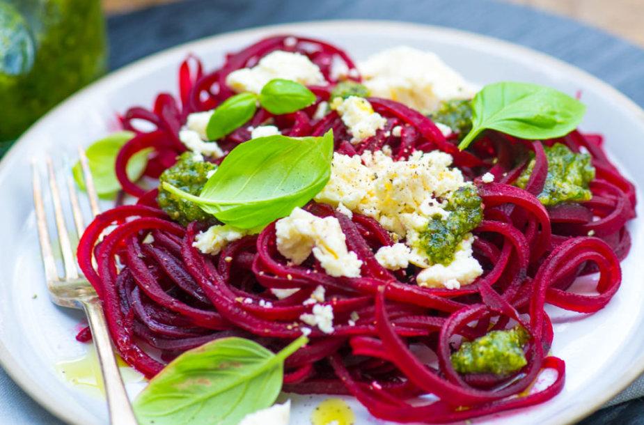 Burokėlių spagečiai su ožkos sūriu ir pesto padažu