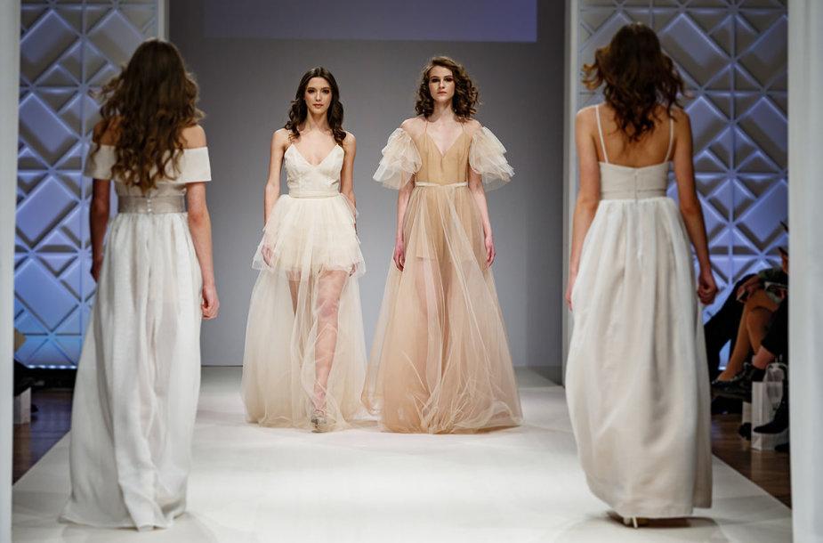Agnės Deveikytės vestuvinių suknelių kolekcijos modeliai