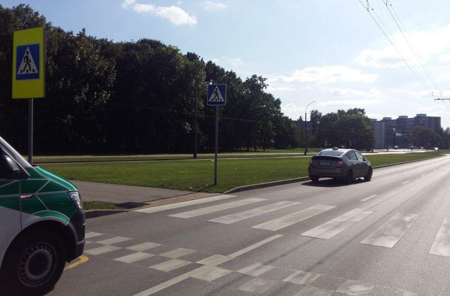 Pėsčiųjų perėjoje Kaune partrenktas mažametis