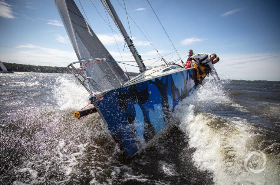 """Buriavimo sezono pradžia paskelbė """"RS-280"""" jachtų klasės čempionatas"""