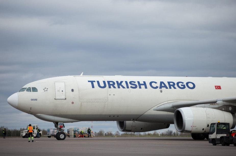 "Orlaivio ""Airbus A330F"" sutikimo akimirka"