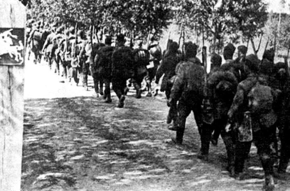 Sovietų kariai įžengia į Lietuvą