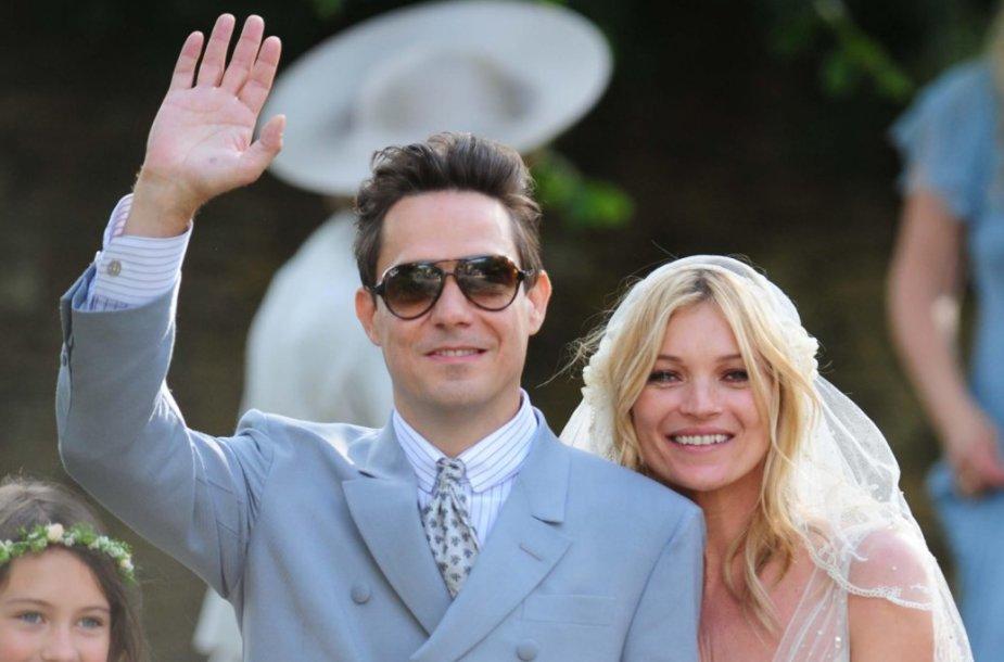 Kate Moss ir Jamie Hince'as (2011 m.)