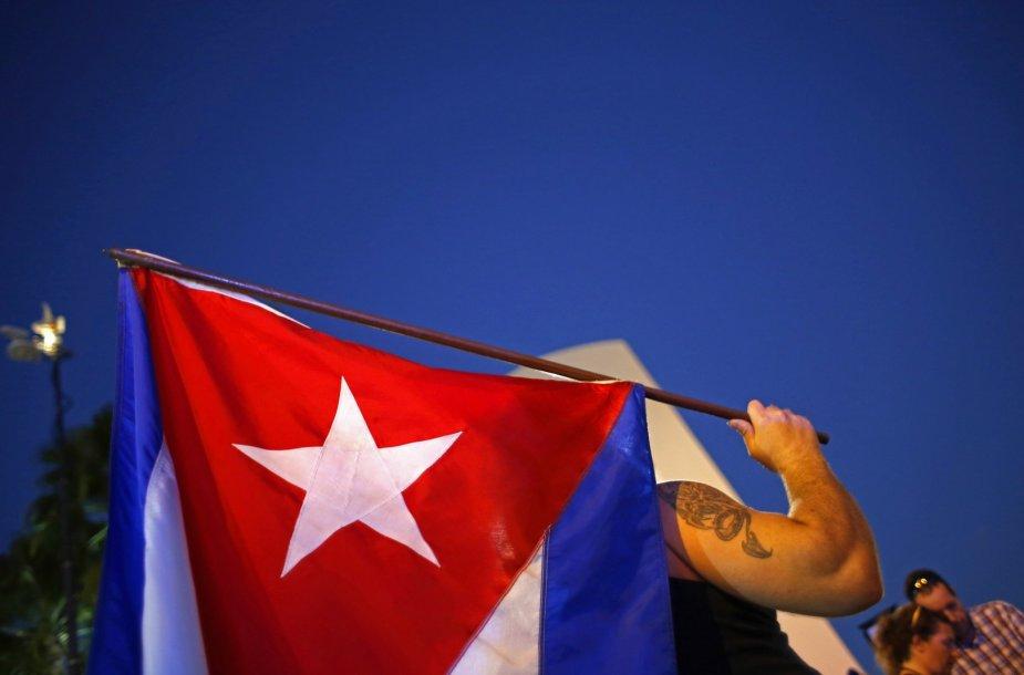 Nemažai Majamio kubiečių reiškia pasipiktinimą dėl Baracko Obamos sprendimo užbaigti konfrontaciją su Kuba