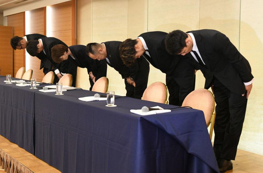 Į sekso skandalą patekę keturi Japonijos krepšininkai, o taip pat krepšinio asociacijos atstovai viešai atsiprašė.