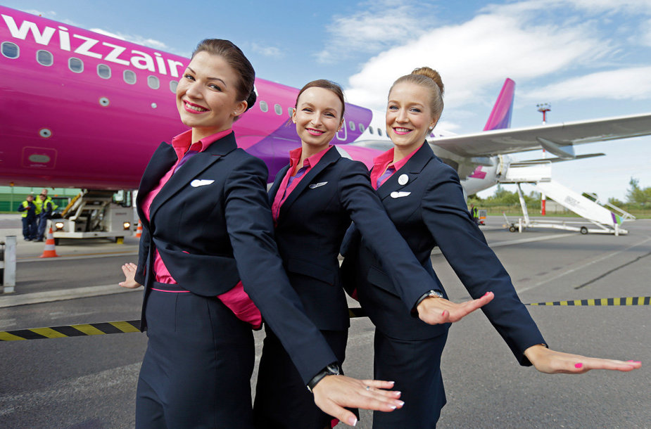 """Bendrovės """"Wizz Air"""" stiuardesės"""