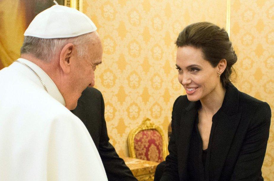 Angelina Jolie su popiežiumi Pranciškumi