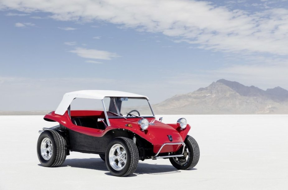 Meyers Manx – pirmasis bagis, nuo kurio prasidėjo visai nauja automobilių kultūros šaka. (Volkswagen nuotrauka)