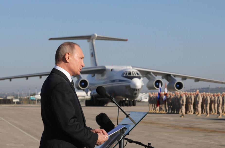 Vladimiras Putinas Hmeimimo karinių oro pajėgų bazėje