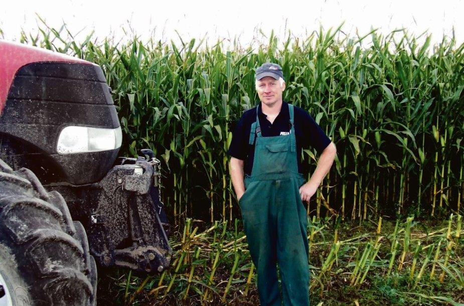 Ąžuolaičių kaimo ūkininkas Rolandas Liutkevičius