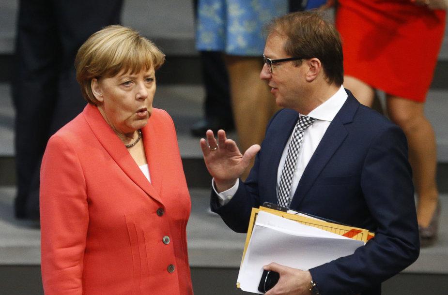 Angela Merkel prieš kalbą Bundestage