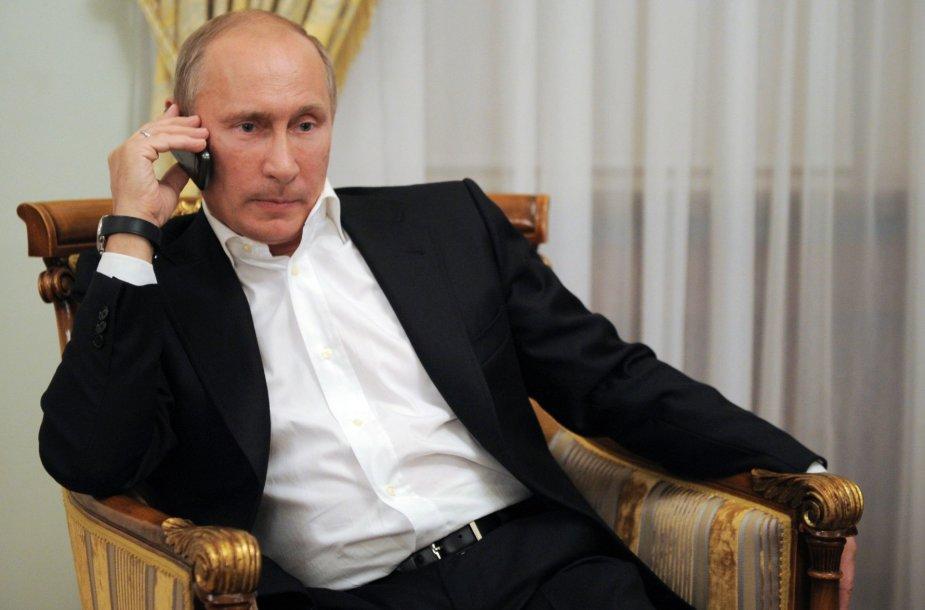 Vladimiras Putinas kalba telefonu