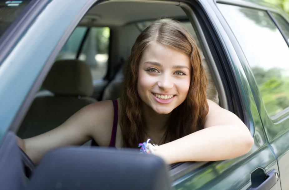 Jauna vairuotoja