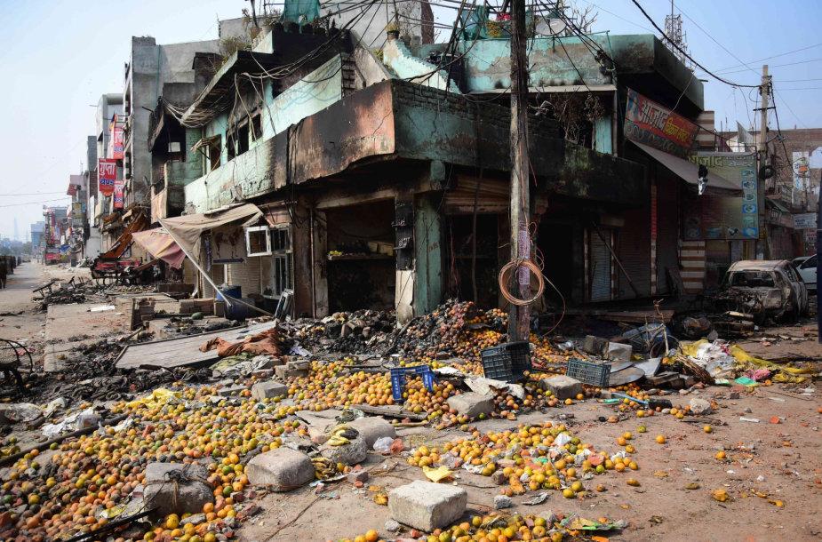 Riaušininkų nusiaubtos Delio gatvės