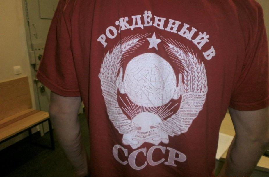 Latvijos pilietis po Klaipėdą šlitiniavo girtas ir dėvėdamas marškinėlius su sovietine simbolika.