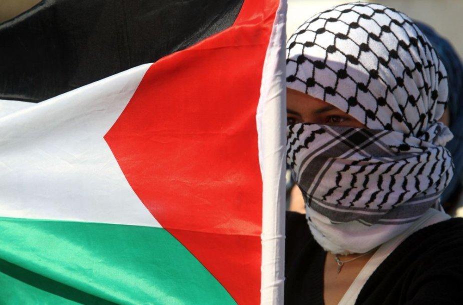 Palestinietė su vėliava.