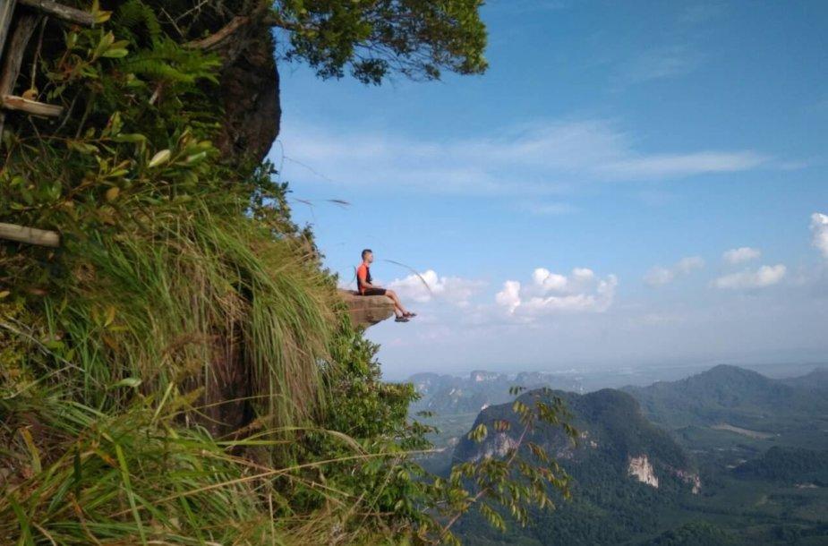 Tab Kak Hang Nak kalnas reikalauja fizinės ištvermės, bet Karolina su vyru užlipo į šį kalną ir su savo mažyliu