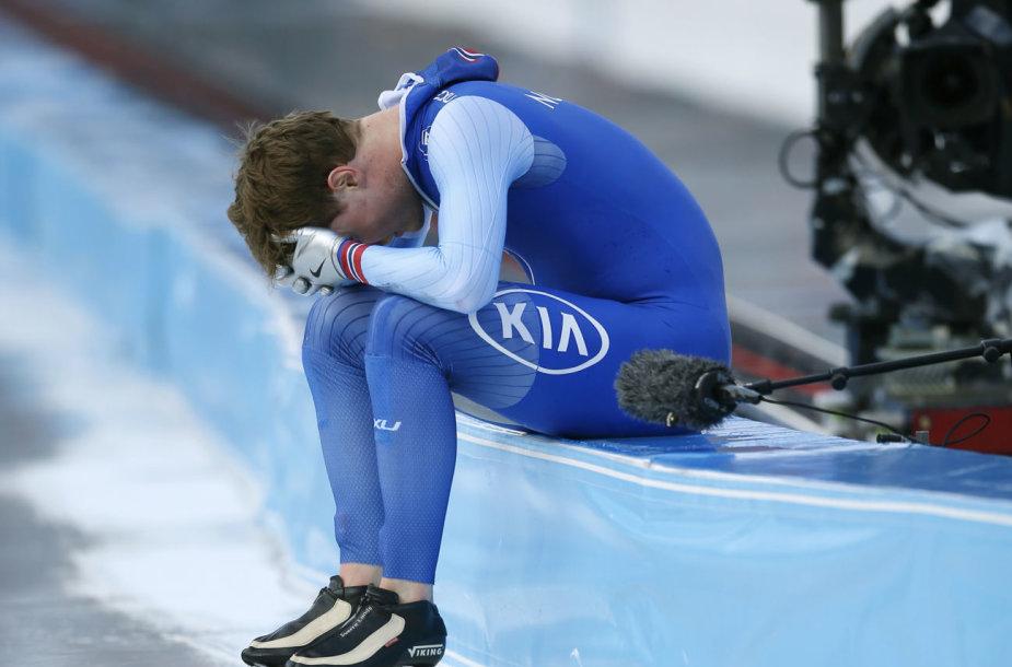 Sverre Lunde Pedersenas griuvo ir neteko titulo greitojo čiuožimo pasaulio pirmenybių bendroje įskaitoje.