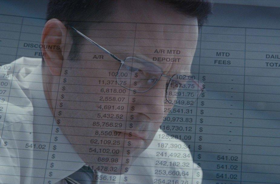 """Benas Affleckas trileryje """"Sąskaitininkas"""""""
