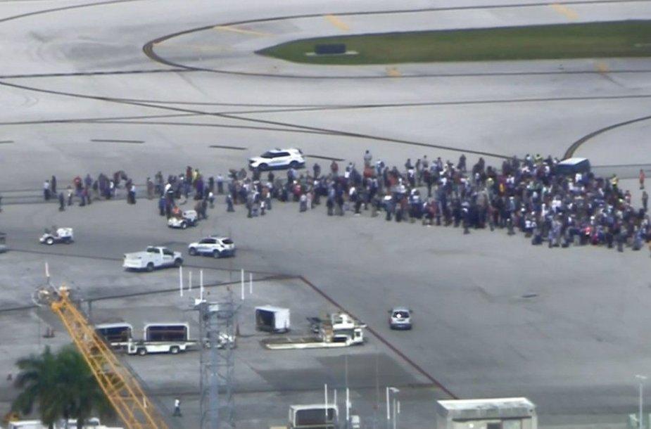 Po šaudynių keleiviai evakuoti į lauką