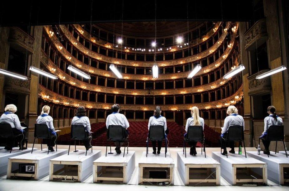 """Opera """"Geros dienos!"""" Romoje"""
