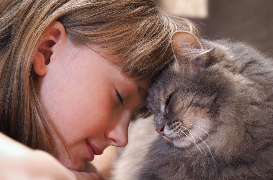 Mergaitė su kate