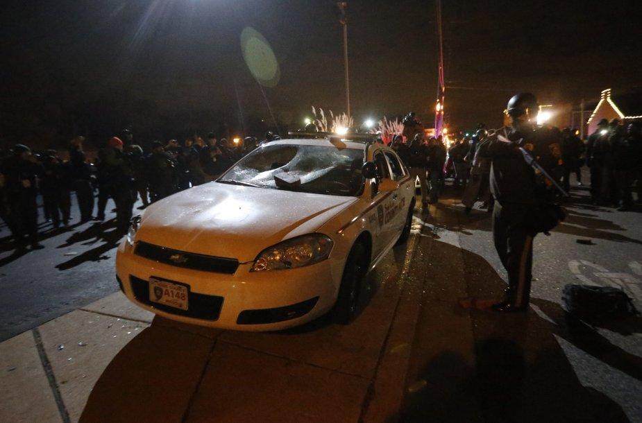 Nuniokotas Fergusono policijos automobilis