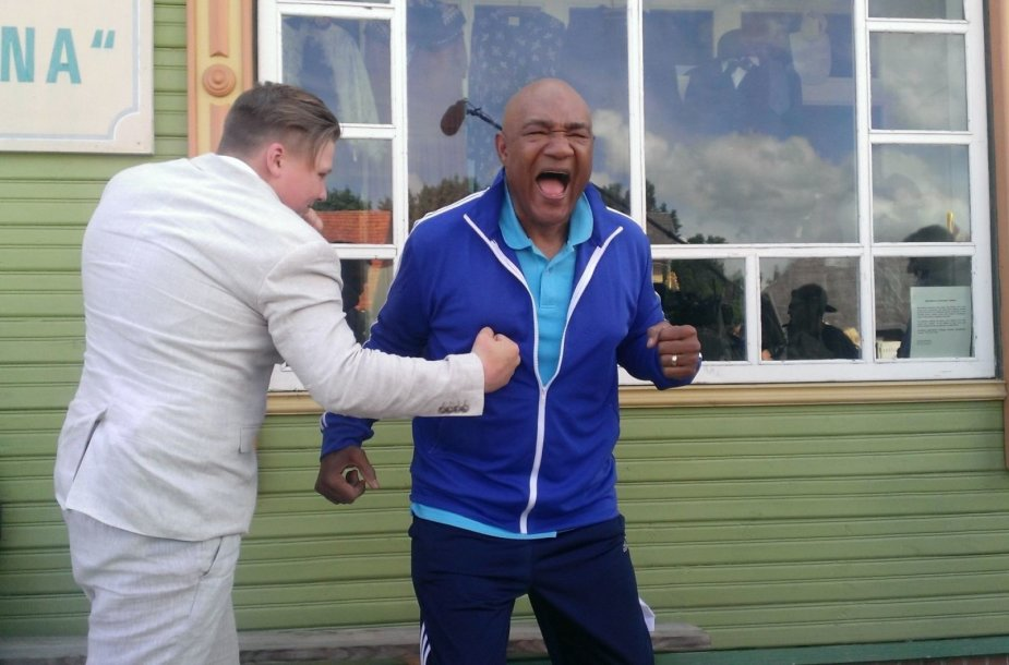 Jaudinantis pasaulio bokso legendos George'o Formano sutikimas Lietuvoje