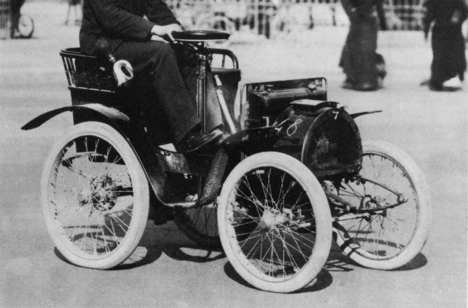 "Louis Renault bando ""Renault Voiturette Type A"""