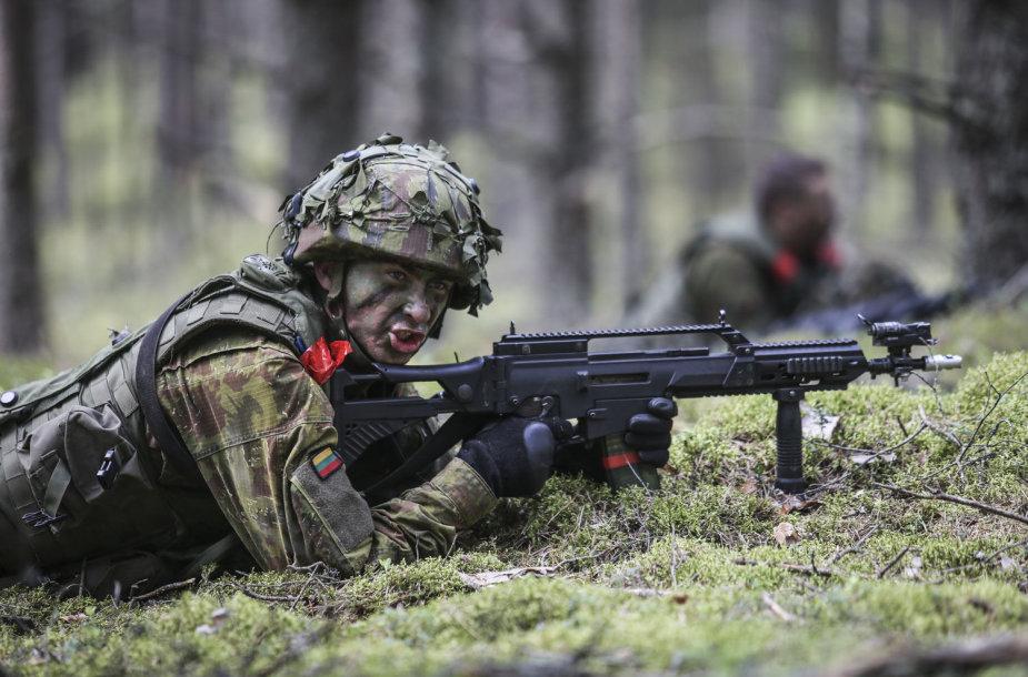Kariai vertinamosiose pratybose treniruojasi atlikti puolimo ir gynybos veiksmus bei kovoti artimojo mūšio sąlygomis.