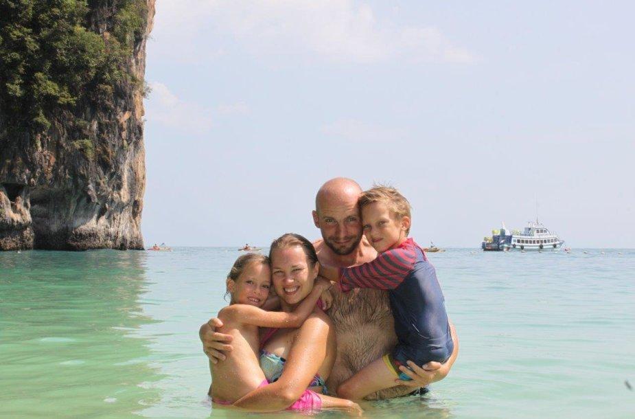 Kupečių šeima Krabio saloje Tailande