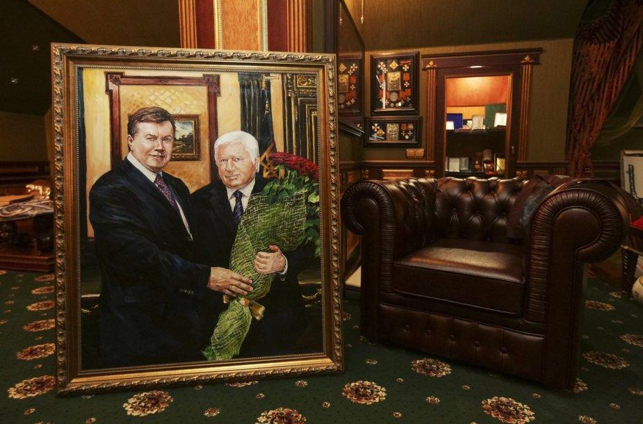 Buvęs Ukrainos prezidentas Viktoras Janukovyčius ir buvęs Ukrainos prokuroras Viktoras Pshonka