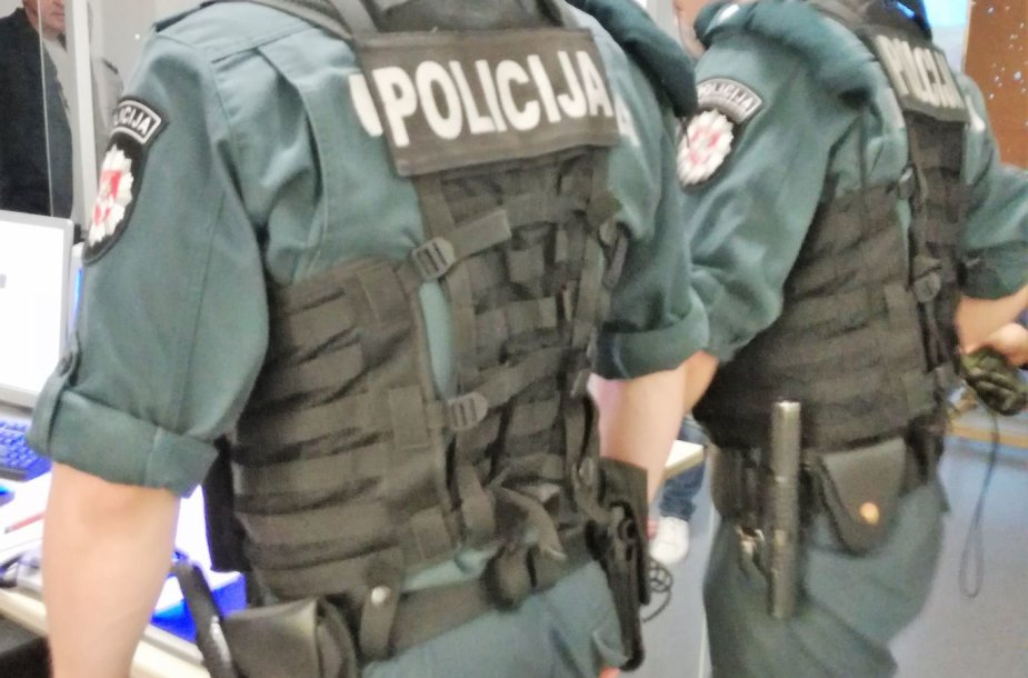 Klaipėdos VPK pareigūnai mokosi taktinių veiksmų.