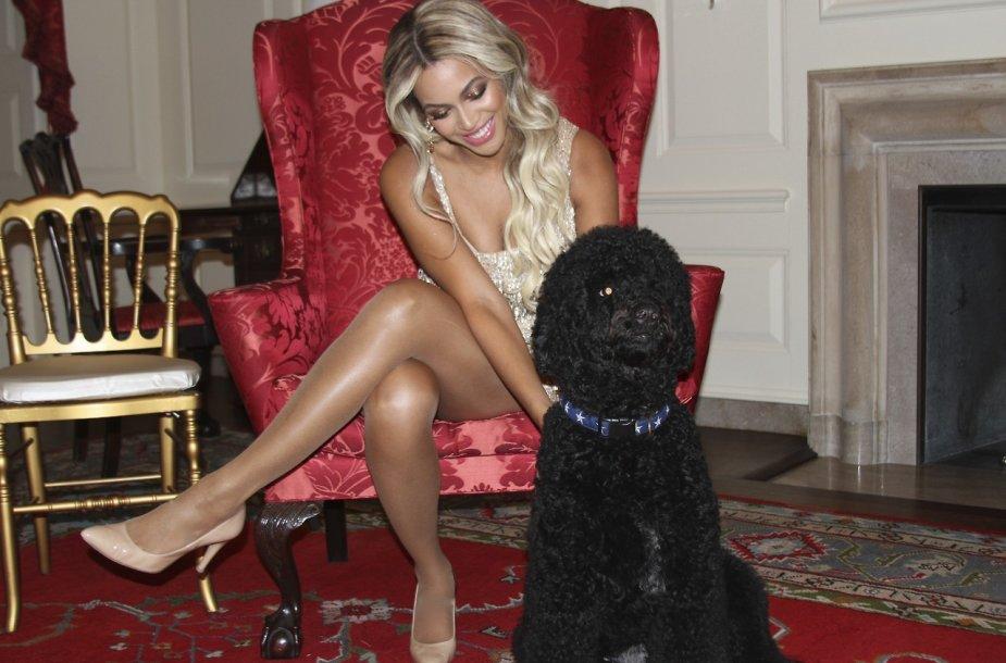 Beyonce su Obamų šunimi
