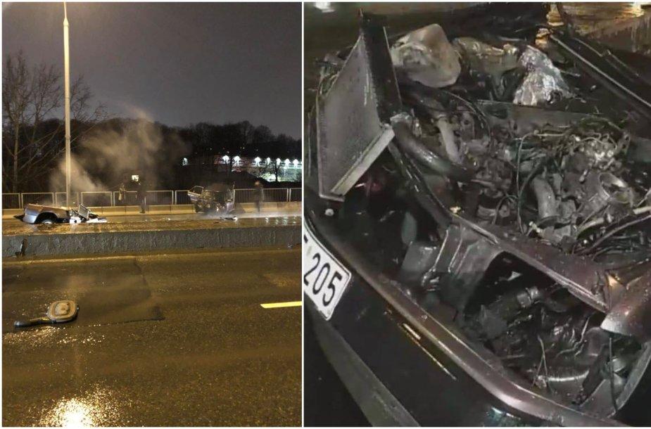"""""""Mercedes-Benz"""" avarija Drujos gatvėje – po smūgio skilo pusiau"""