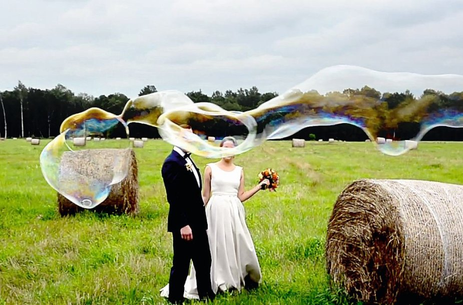 Vestuvės pievoje