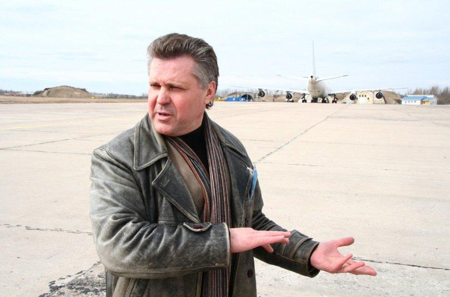 Romas Mikšys, Šiaulių oro uosto direktorius.